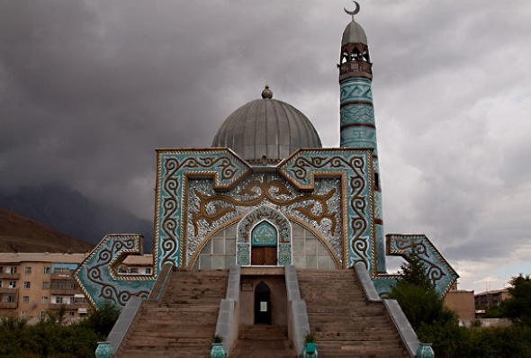 kyrgyzstan-mosque_in_naryn-evgeni_zotov-flickr