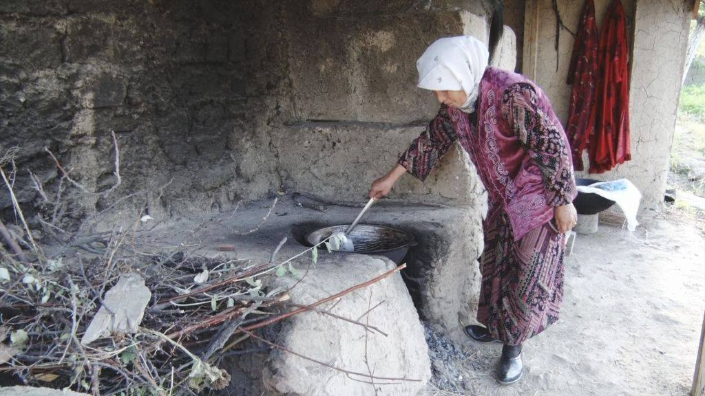 kyrgyz-old-woman
