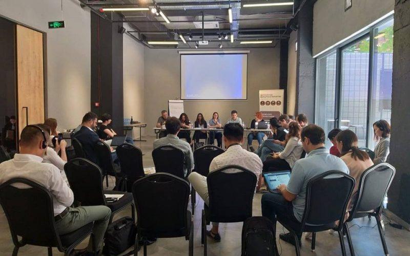 На дискуссии IWPR Caucasus о роли СМИ и гражданского общества в работе правительств