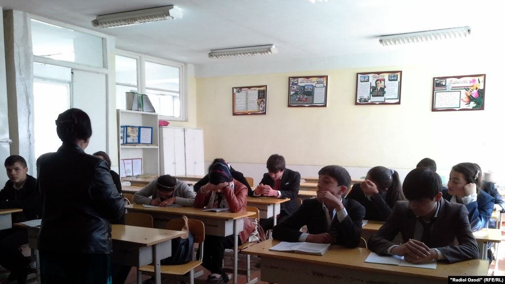 Many parents believe that students in Russian-language schools receive better education. Photo: ozodi.org