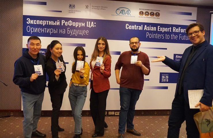 Дмитрий Завьялов и участники Школы аналитики CABAR.asia
