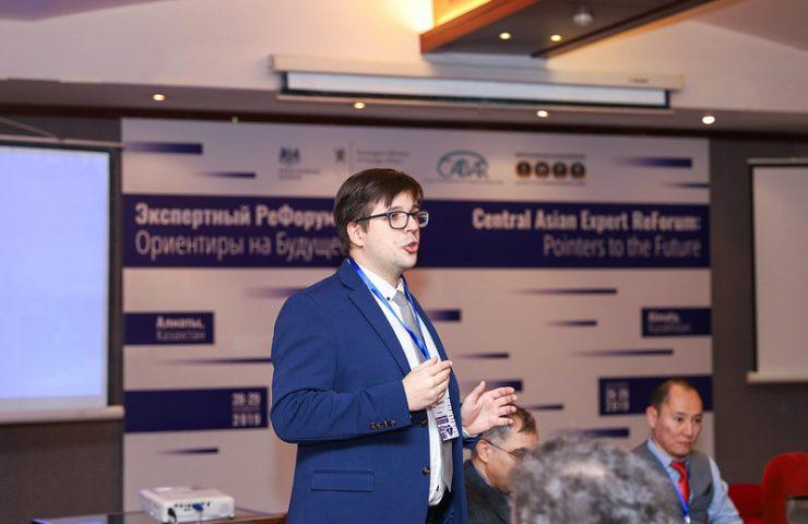 Модератор Дмитрий Завьялов, IWPR Tajikistan