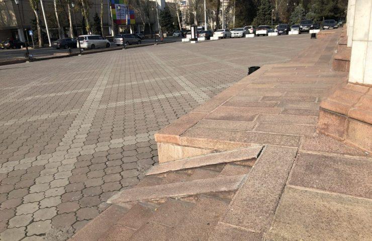 Пандус театра Оперы и балета им.А.Малдыбаева