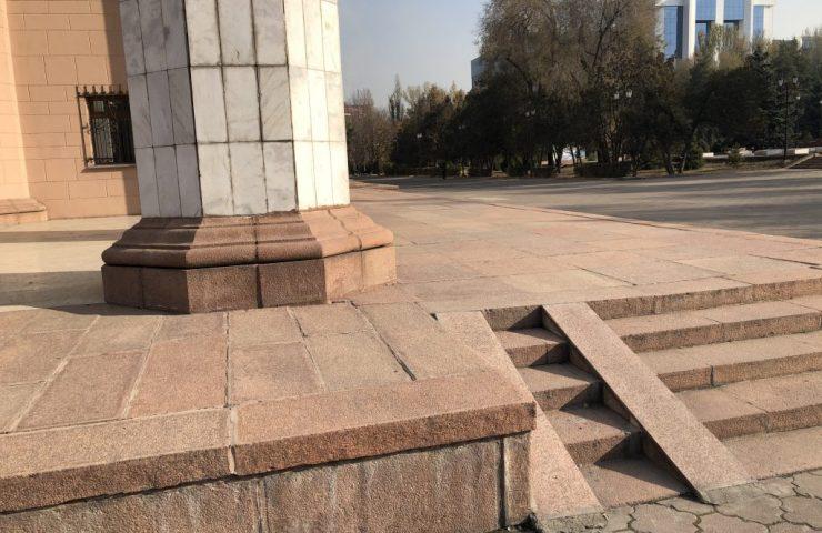 Пандус театра оперы и балета им.А.Малдыбаева (2)
