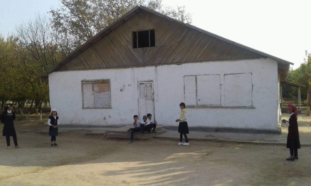 Building of the school No. 14 of Qabodiyon district. Photo: CABAR.asia