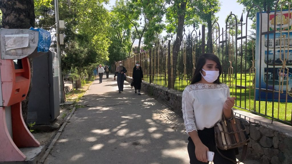 The streets of Dushanbe are less crowded and many people do not leave the house without masks. Photo: CABAR.asia