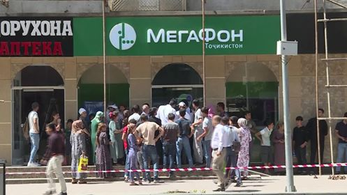Queue for the SIM-card registration in Dushanbe. Photo: Asia Plus