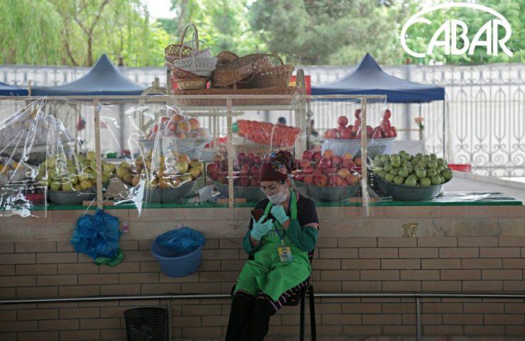 Продавщица на Мирабадском рынке